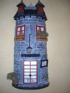 teja decorada Decoupage, Arts And Crafts, Diy Crafts, Ceramic Houses, Roof Tiles, Tile Art, Craft Items, Polymer Clay, Brick