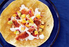 Recette Tacos au poisson, salsa à la mangue et à l'avocat - Coup de Pouce