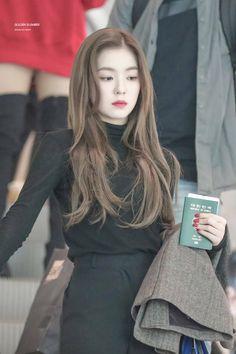 Red Velvet - Monsters Of Kpop Red Velvet アイリーン, Red Velvet Irene, Red Velvet Hair Color, Seulgi, Korean Girl, Asian Girl, Kpop Fashion, Fashion Outfits, Airport Fashion