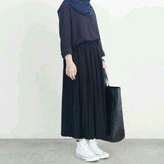 New style hijab casual rok Ideas Hijab Casual, Hijab Chic, Ootd Hijab, Street Hijab Fashion, Muslim Fashion, Modest Fashion, Fashion Outfits, Long Skirt Fashion, Hijab Styles