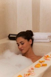 Create a Detoxification Bath Using Common Ingredients – Good Works Wellness - Detox bath Detox Bath Recipe, Bath Detox, Health And Beauty, Health And Wellness, Health Care, Heavy Metal Detox, Face Scrub Homemade, Homemade Detox, Bath Recipes