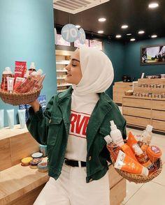 """Aleyna ATALAR on Instagram: """"✨Açıklandı✨ Aranızdan bir şanslı kişiye @procsin ile beraber sepetler dolusu hediye dağıtmaya geldik😍 📍Katılım Şartları📍 ▫Bu görseli…"""" Muslim Fashion, Modest Fashion, Hijab Fashion, Fashion Outfits, Womens Fashion, Casual Hijab Outfit, Ootd Hijab, Hijab Chic, Minimal Fashion"""