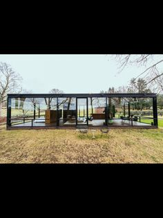 Casa de vidro Philip Johnson (Foto: Randy Harris/The New York Times) Glass House Design, Modern House Design, Minimalist Architecture, Interior Architecture, Philip Johnson Glass House, Mid Century House, Bungalow, Outdoor, Glass Houses