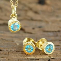 A stunning classic jewellery gift set featuring a solitaire semi-precious blue topaz stone with textured gold plating-Pendant and earring perfect to give a loved one! #Embersjewellery #Jewellery #November #Birthstone #Topaz #Citrine