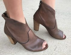 3 Ways to Style Peep Toed Booties - momma in flip flops Flip Flops, Peep Toe, Ankle Boots, Booty, Eyes, Women, Clothes, Style, Fashion