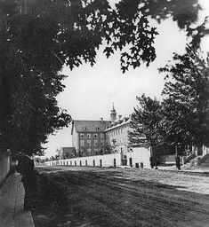 Grey Nuns Convent building seen from Guy Street, Montreal, QC, about 1875 Old Montreal, Montreal Ville, Montreal Quebec, Quebec City, Old Pictures, Old Photos, Photo Vintage, Vintage Photos, Entertainment Sites