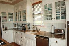 white kitchen for da