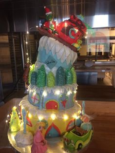 My favorite of Even was recognized by world pastry chef Antony Osborne. Christmas Birthday Cake, Grinch Christmas Party, Grinch Party, Christmas Party Themes, Christmas Baby Shower, Birthday Fun, Christmas Cakes, Christmas Christmas, Christmas Decorations