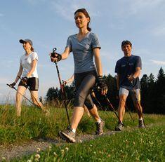 """10.000 passi al giorno, ovvero camminare per almeno 2 ore nell'arco della giornata, anche in maniera discontinua (Walking), è un consiglio dei cardiologi per prevenire patologie cardiovascolari ed eccesso di peso (10.000 passi corrispondono a circa 6.500-7.000 metri e possono essere misurati con l'apposito """"contapassi""""). Il mondo del Wellness ha rielaborato in termini qualitativi il """"Walking"""" per codificarlo come """"Fitwalking"""" attraverso l'inserimento dei parametri di continuità e velocità…"""