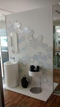 Quartarella , Altamura (BA) - Italy  #Melograno  Extruded glazed gres porcelain in 2 sizes 18x20 - 34x40  http://www.ornamenta.com/melograno.php  #hexagon #mania #handcrafted #artisanal #tradition #reinvented #faentino #dutch #portuguese #wall #bathroom #prized #innovationdesign #HD #digitalprinting — con Mario Gennari.