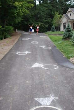 Bridal Shower | Chalk the driveway up to the front door