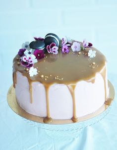 Redcurrant Caramel Cake on Cake Central Sweet Recipes, Cake Recipes, Cake Decorating Designs, Decorating Ideas, Delicious Desserts, Yummy Food, Just Eat It, Sweet Pastries, Gorgeous Cakes