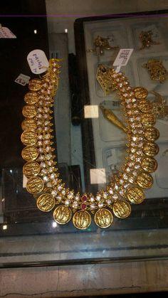 Ran parivar haar Antique Jewellery Designs, Gold Jewellery Design, Gold Jewelry, Gold Necklace, India Jewelry, Temple Jewellery, Collar Necklace, Diamond Jewelry, Indian Wedding Jewelry