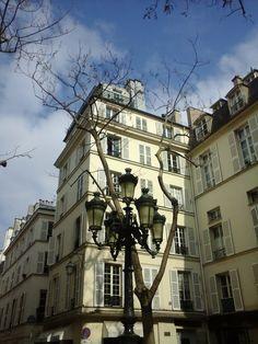 La plus ravissante placette de la ville aux prés Saint-Germain, impatiente de la voir sous la neige !