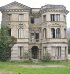 I bet it was a grand old beautiful mansion in its day...
