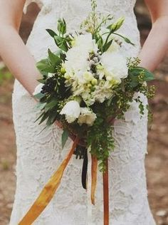 woodsy bouquet| Un matrimonio dal profumo di legna ardente e caldarroste | A wedding day by the smell of burning wood and roasted chestnuts http://theproposalwedding.blogspot.it/ #woodsy #wedding #wood #wooden #fall #autumn #matrimonio #autunno #legno