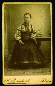 Beltestakk gjennom 200 år - Magasinet BUNAD Folk Clothing, Norway, Culture, Antiques, Sweden, Birth, Painting, Embroidery, Vintage