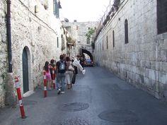 Stradina di Akko o Acri. La città antica di Acri è tra i siti dell'Unesco #Terra #Santa http://www.viaggio-in-israele.it/