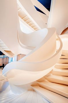 55 Amazing Modern Staircase Design Ideas that You Must See Spiral Stairs Design, Curved Staircase, Modern Staircase, Staircase Design, Interior Concept, Modern Interior Design, Mall Design, Design Dintérieur, Design Ideas