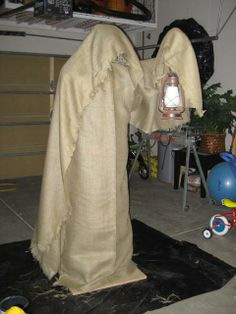 Halloween decorations : DIY  for making a Grim Reaper