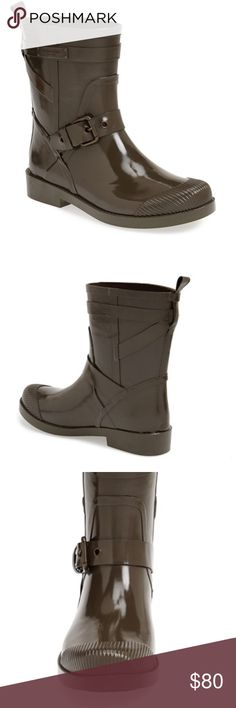 """⛈COACH """"LESTER"""" OLIVE GREEN RUBBER RAIN BOOTS Look stylish in the rain with these authentic COACH green rubber rain boots. These moto inspired boots are perfect for a rainy day. Mid ankle length. Great with jeans. Nice neutral color. Still have original box. Worn a few times but in great condition. Completely waterproof, great for wet spring days. Coach Shoes Winter & Rain Boots"""