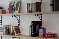 rustic book shelves מדפי עץ Living Room Interior, Interior Design Living Room, Desk, Furniture, Home Decor, Desktop, Decoration Home, Room Decor, Table Desk