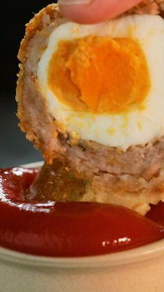Scotch Egg In The Hole - - A fun twist on two British classics! Homemade Scotch Eggs, Scotch Eggs Recipe, Pub Food, Food 52, Healthy Egg Recipes, Cooking Recipes, Confort Food, Best Recipe Box, Good Food
