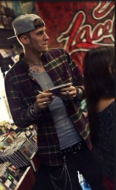 Machine Gun Kelly this dude right here is sooo cute to me!
