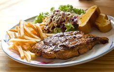 Intervalová dieta patří k těm účinným, přestože vám dovolí si dopřát. Důležité je držet ji správně - AAzdraví.cz Healthy Meals To Cook, Nutritious Meals, Healthy Cooking, Cooking Tips, Healthy Recipes, Beef Steak, Pork, Steaks De Porc, Easy Snacks