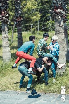 SOOO IN LOVE WITH THESE FIVE IDIOTS. BIGBANG FOR LIFE