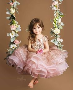 Too Precious! Loving this glamorous princess gown and floral swing. Dresses Kids Girl, Kids Outfits, Flower Girl Dresses, Baby Girl Photography, Children Photography, Decoration Photo, Kids Gown, Baby Girl Pictures, Foto Baby