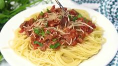 Homemade Spaghetti Meat Sauce | Spaghetti | Pasta Recipe | Ditch the canned spaghetti sauce for this flavorful, beefy, homemade spaghetti meat sauce. Only takes a few minutes to prepare and then let it simmer for amazing flavor. Serve over pasta noodles with some garlic bread for a delicious dinner that will please everyone. #dinner #pasta #easydinnerrecipe #spaghetti #spaghettisauce #homemade #dinnerrecipes #dinnerideas #groundbeef #healthyrecipe Creamy Garlic Pasta, Parmesan Pasta, Garlic Parmesan, Creamy Chicken, Easy Salad Recipes, Side Dish Recipes, Easy Dinner Recipes, Zucchini Chocolate Chip Muffins, Zucchini Muffins
