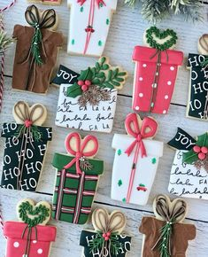 Christmas Biscuits, Christmas Tree Cookies, Christmas Party Food, Cute Cookies, Christmas Treats, Christmas Presents, Christmas Cookies, Reindeer Cookies, Cookie Designs