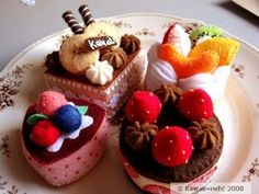 ..................... my felt friends ......................: Felt cakes