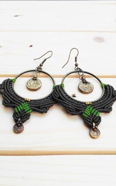 Pendientes Altar via Macramé Raíces. Click on the image to see more!