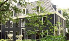 curb-appeal-black-house-white-trim-gardenista