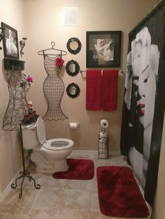 Nice way to use that empty space marilyn monroe bathroom, marilyn monroe decor, bathroom Marilyn Monroe Bathroom, Marilyn Monroe Decor, Red Bathroom Decor, Bath Decor, Bathroom Ideas, Red Bathrooms, Small Bathroom, Design Bathroom, Bathroom Accessories