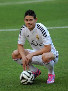 James Rodriguez poses for photographers during his unveiling as a new Real Madrid player at the Santaigo Bernabeu stadium on July 2014 in Madrid, Spain. Real agreed to buy Rodriguez from AS Monaco for the next six seasons for an undisclosed transfer fee. Real Madrid Players, Real Madrid Football, Best Football Team, Soccer Boys, Soccer Stars, Football Soccer, Good Soccer Players, Football Players, Psg