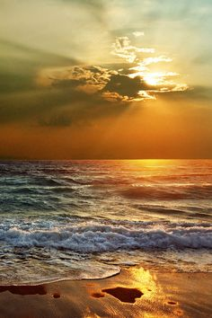 Dreaming of an ocean sunset. Beautiful Sunrise, Beautiful Beaches, Beautiful Ocean, Landscape Photography, Nature Photography, Photography Tips, Amazing Nature, Belle Photo, Pretty Pictures
