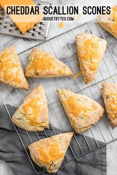 These soft, flakey Cheddar Scallion Scones are a breeze to prepare and make a great side for soups, stews, and chili! Vegetarian Breakfast Recipes, Vegan Recipes, Scone Recipes, Bread Recipes, Savory Breakfast, Vegetarian Meals, Baking Recipes, Easy Main Dish Recipes, How To Make Bread