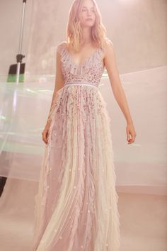 Perfectly mixing lace cocktail gowns, with flirty sundresses, and casual tees, Needle and Thread nails the art of serving up versatile fashion. Day Dresses, Prom Dresses, Needle And Thread Dresses, Festa Party, Cocktail Gowns, Dolce & Gabbana, Embellished Dress, Hippie Chic, Boho Chic