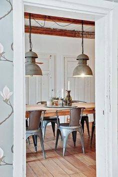 GALVANIZED & STEEL ACCENTS I directly like a little touch of steel to a farmhouse kitchen. Galvanized pots for natural herbs or cutlery are a simple as well as easy means to include a steel accent. Other means would be to include metal seats or illumination.viaAt Home in Love