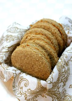 Homemade digestive biscuits! Totally going to make these. Scroll down in the comments to find the American measurement conversion.