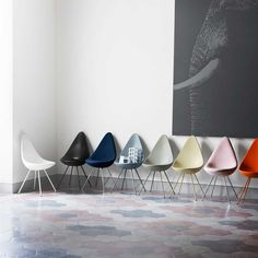 After more than 50 years in hibernation, the Drop is now relaunched. The chair was designed by Arne Jacobsen in 1958 as part of the legendary SAS Royal Hotel in Copenhagen. The Drop was originally produced along with the Swan and the Egg, but exclusively for the hotel and was never put into standard production. In addition to the original design of pliable, upholstered foam, the Drop is now available in a molded plastic version that is especially relevant for modern interiors.