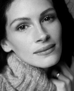 Julia Roberts, female, woman, pretty, beauty, gorgeous, celeb, actress, photograph, portrait, photo b/w.