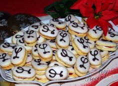 Christmas Candy, Christmas Baking, Christmas Cookies, Biscuit Recipe, Biscotti, Cake Recipes, Muffin, Food And Drink, Cooking Recipes