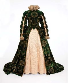 Florence Eldridge green velvet gown and shoes by Walter Plunkett form Mary of Scotland Green silk velvet two-piece period dress with stamped floral gold design, pale peach satin quilted insert, ivory chiffon collar and cuffs trimmed in gold bullion. Vintage Outfits, Vintage Dresses, Vintage Fashion, Historical Costume, Historical Clothing, Elizabeth I, Dinastia Tudor, Costume Renaissance, Disney Renaissance