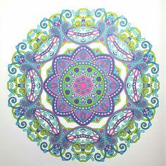 Mandala uit 'Het enige echte mandala kleurboek'
