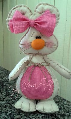Coelhos em Feltro... Bunny Crafts, Easter Crafts, Felt Crafts, Diy And Crafts, Felt Animal Patterns, Fabric Wreath, Easter Projects, Felt Dolls, Felt Ornaments