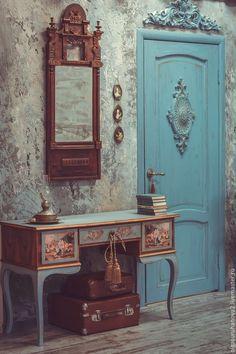 Купить или заказать Туалетный столик 'Mon amie' в интернет-магазине на Ярмарке Мастеров. Винтажный туалетный столик из ореха, выполненный в технике декупаж, роспись жидкой поталью, старение восками. Этот туалетный столик просто какой-то волшебный, работать с ним было легко и приятно, сами формы меня воодушевили! Воодушевило и его состояние, несмотря на его возраст - этот столик 50-х годов прошлого столетия. Выполнен полностью из дерева (орех). Центральную ручку на ящике украшают объёмные…